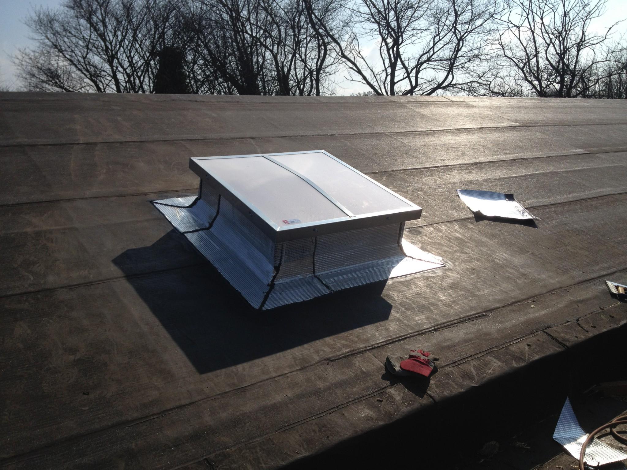Exutoire de fumées DENFC sur toiture étanchéité