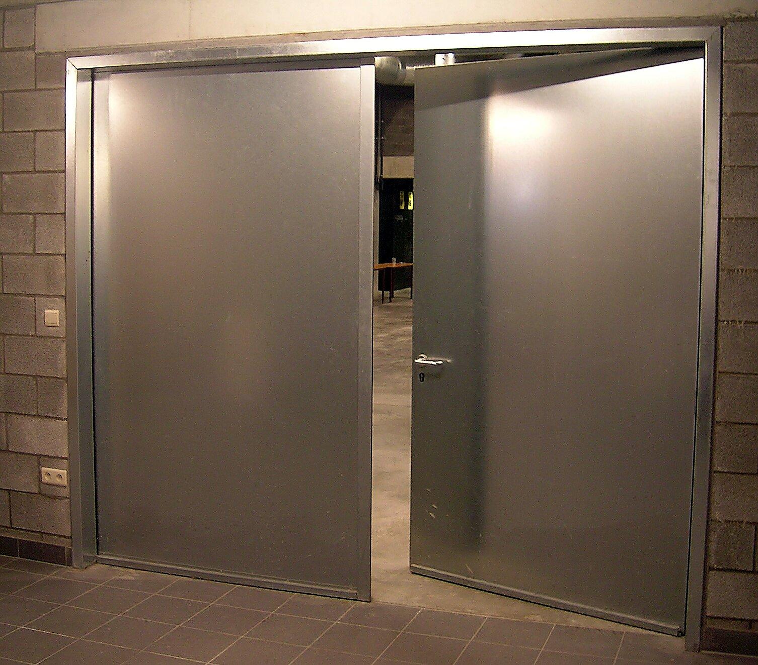 Porte battante métal 2 vantaux